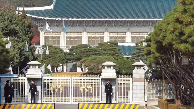 검찰, '무주공산 청와대' 압수수색 카드 다시 '만지작'