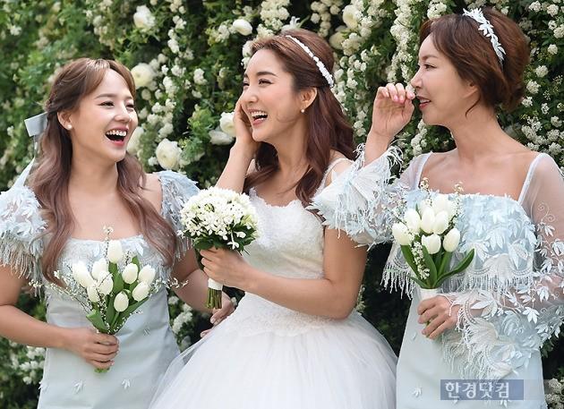 가수 바다 결혼 기자회견에 참석한 SES, 사진/ 변성현 기자 byun84@hankyung.com