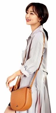 '주얼리' 제이에스티나, 핸드백서도 빛난 까닭은…