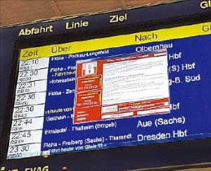 랜섬웨어 공격을 받은 독일 동부 작센주 켐니츠시의 한 기차역 전광판에 12일(현지시간) 컴퓨터 오류 경고가 떠 있다. AP연합뉴스