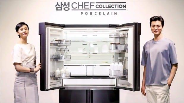 삼성전자는 30일 서울 강남구 호림아트센터에서 프리미엄 냉장고 브랜드인 '셰프컬렉션'의 최상위 모델 '포슬린'을 공개했다. 조선 백자의 깨끗한 색감과 광택을 사실적으로 구현한 것이 특징이다. 삼성전자 제공
