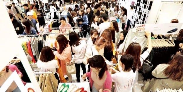 온라인쇼핑몰 임블리는 지난 4월 잠실 롯데백화점에 매장을 열었다. 오프라인 매장이 없던 임블리는 롯데백화점에 총 10개 매장을 운영 중이다. 롯데백화점 제공