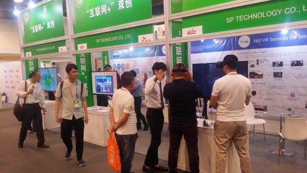중국 경교회 박람회에서 기술을 선보인  기가코리아사업단 프로젝트에 참여하는 SKT의 관련사 에스피테크롤러지. 사진=(주)GCT