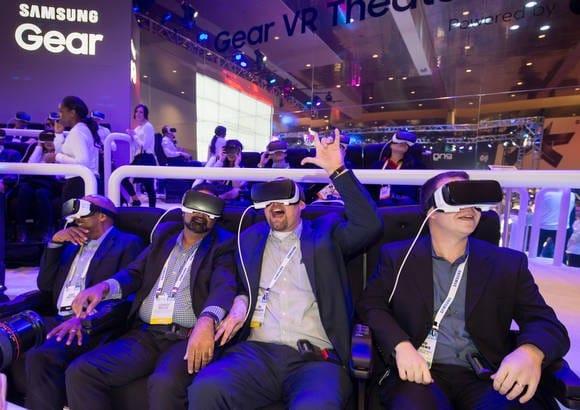 [단독] 삼성전자 '멀미 안나는' VR 내놓는다…초고해상도 OLED 탑재 추진