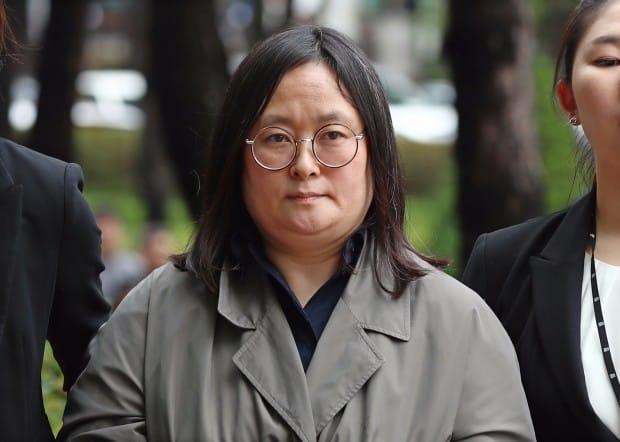 '46억원 배임 혐의' 유섬나 영장실질심사 법정 출석