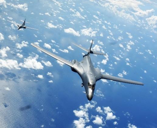 미국 전략폭격기 B-1B 2대 또 한반도 출격…F-15K와 훈련
