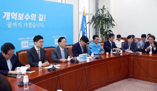 """바른정당 """"안경환은 범법자""""…자진사퇴·지명철회 촉구"""