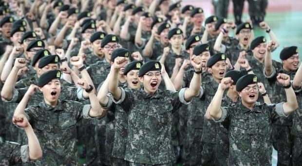 병사 월급 2022년까지 최저임금 50%…군, 재원대책 고심