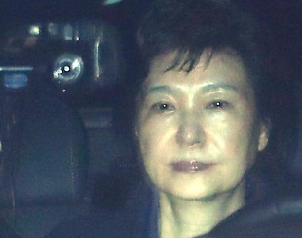 """""""롯데에 경고 보내라""""…박근혜, '면세점 박탈' 지시 정황"""