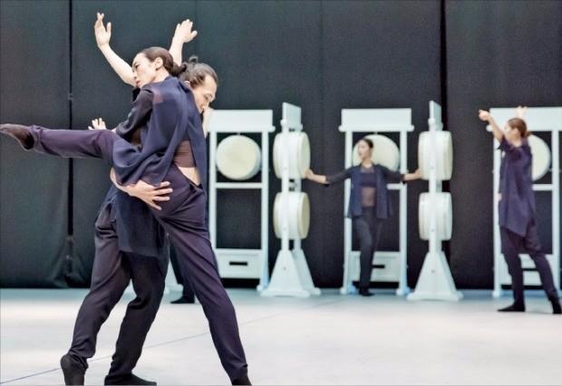 오는 28~30일 서울 예술의전당 CJ토월극장 무대에 오르는 '제전악-장미의 잔상'.