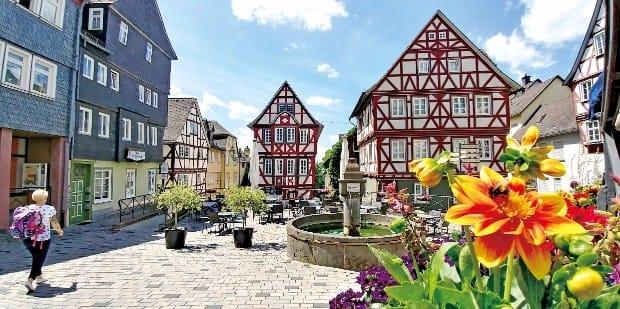 독일의 대문호 괴테가 쓴  <젊은 베르테르의 슬픔>의 배경지인 베츨라 마을은 고풍스럽고 우아하다.