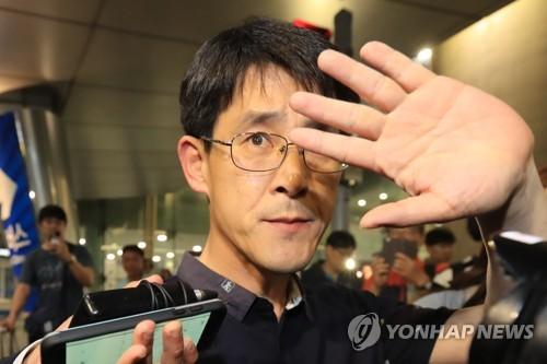 '레밍' 발언 김학철 상임위원장 사임…귀국 닷새 만