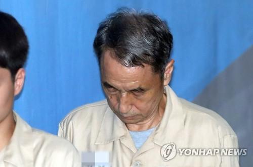 '가습기 살균제' 신현우 2심서 징역 6년으로 감형…존리 무죄