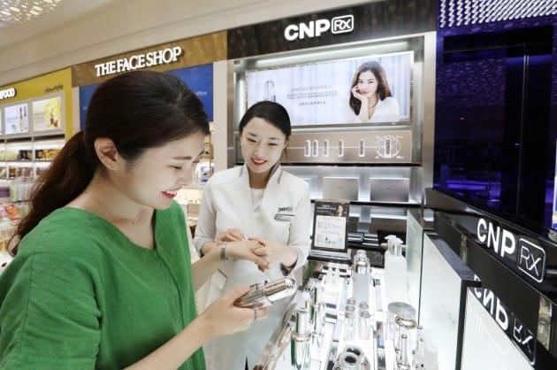 롯데월드타워 면세매장에 진출한 CNP Rx. (자료 = LG생활건강)