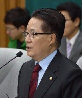 """박지원 """"이유정 후보자, 국회의원 후원금 문제없어"""" 김진태 의원에 반박"""