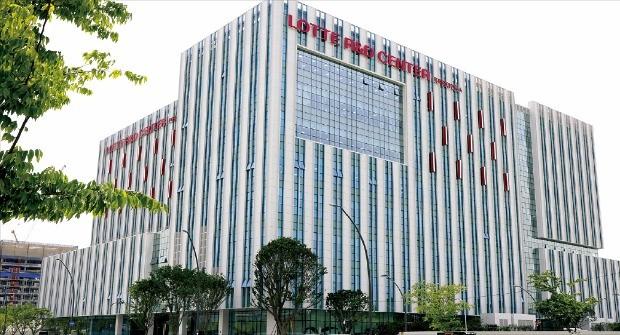 롯데는 지난 6월 서울 강서구 마곡산업단지에 그룹 통합 연구개발을 담당하는 '롯데R&D센터'를 완공했다.  롯데  제공