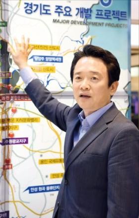남경필 경기지사가 도내 주요 개발 프로젝트를 설명하고 있다. 신경훈 기자 khshin@hankyung.com