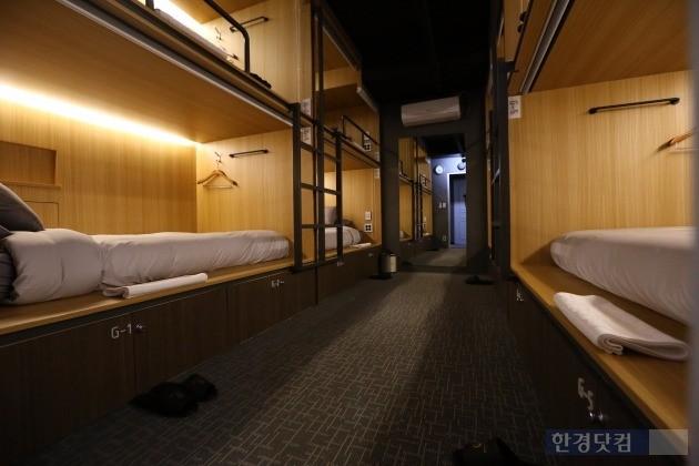 지냄이 운영하는 게스트하우스 프랜차이즈 '필스테이'의 객실 내부 모습.