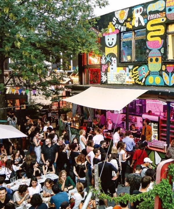 다양한 장르의 하위 문화를 상징하는 행사가 열리는 베를린 어번 슈프레