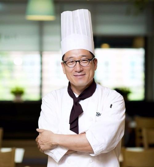 [한경·네이버 FARM] 분식집 요리사로 변신한 25년 유기농 학사농장 대표
