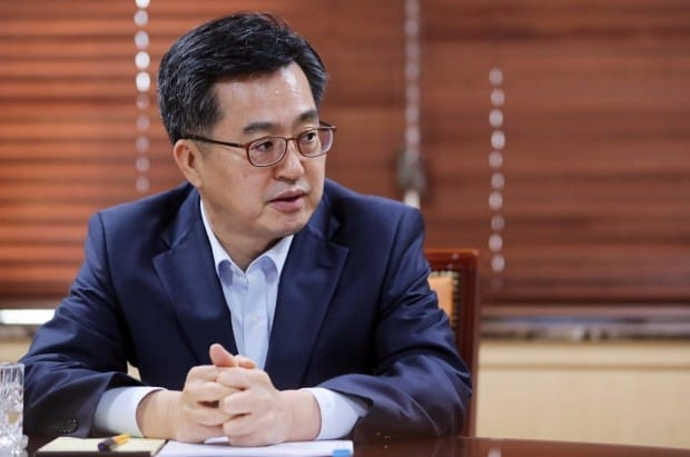 """김동연 """"투기 억제책으로 보유세 인상 검토하지 않아"""""""