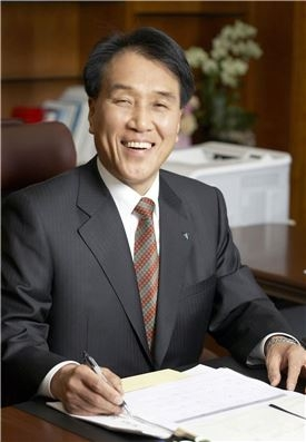 """김지완 BNK금융회장 """"제대로된 자산관리,기업금융,글로벌,디지털 금융체제 구축하겠다"""""""