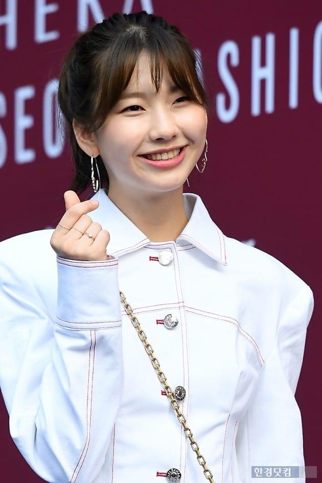 [포토] 김진경, '상큼한 하트~' (2018 S/S 서울패션위크)