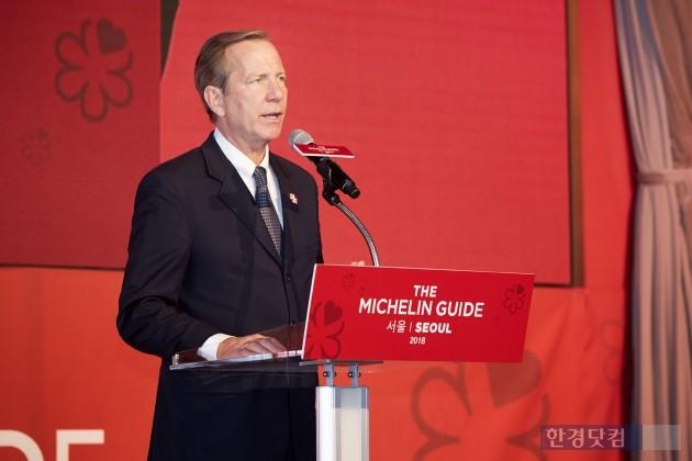 미쉐린코리아는 8일 '미쉐린 가이드 서울 2018'을 발간했다. 마이클 엘리스 미쉐린 가이드 인터내셔날 디렉터가 발간을 기념하는 기자간담회에서 인사말을 하고 있다. ◎미쉐린코리아 제공