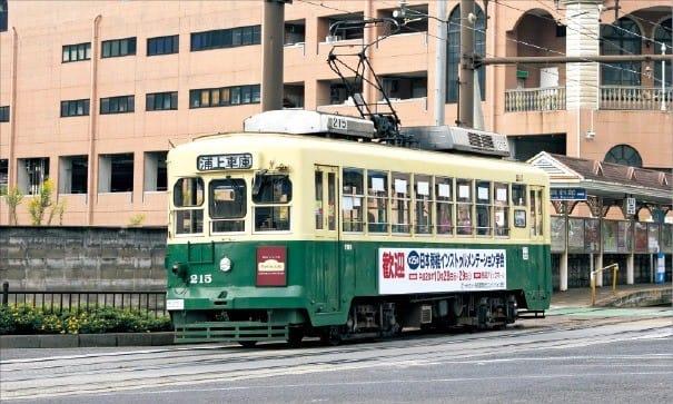 나가사키 도심에서 쉽게 볼 수 있는 트램
