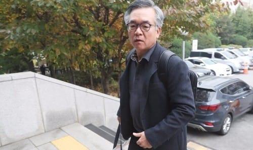 """'위해 생리대' 김만구 교수 검찰출석… """"있는 대로 밝히겠다"""""""