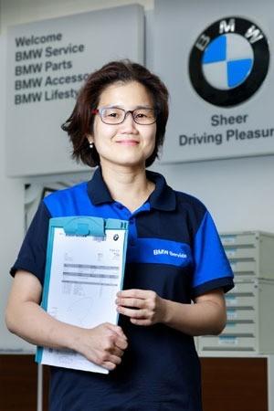 '전문대학인상'을 받은 BMW 마스터 유셈이 씨. / 사진=전문대교협 제공