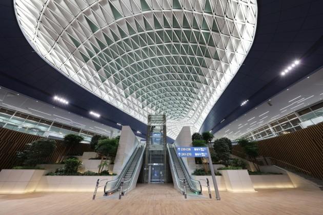 인천공항 제2여객터미널이 내년 1월 18일 개항한다. 제2여객터미널 내부 전경. ◎대한항공 제공