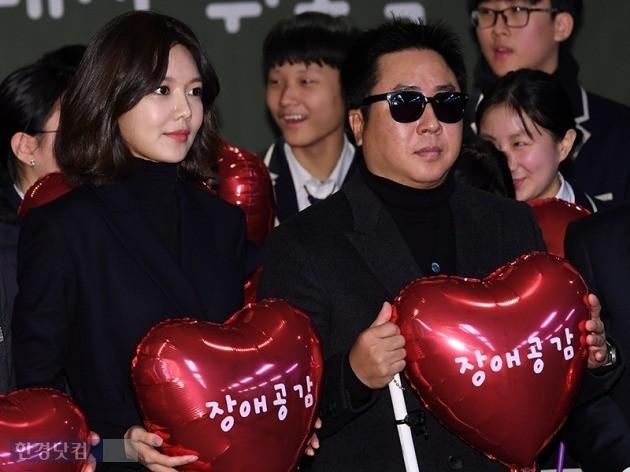 이동우(오른쪽)·최수영씨가 20일 '범국민 장애인식 개선 캠페인' 홍보대사로 위촉됐다. / 사진=최혁 기자