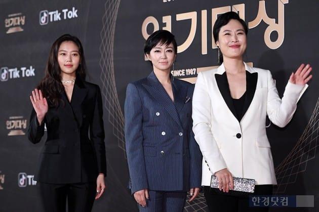 [포토] 포즈 취하는 최리-전익령-김재화(KBS 연기대상)