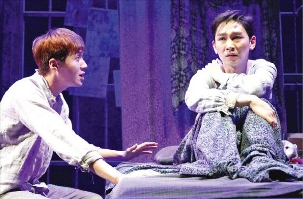 서울 대학로 아트원씨어터에서 내년 2월25일까지 공연하는 연극 '거미여인의 키스'.