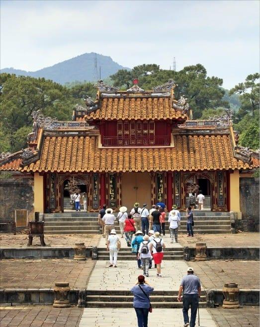 역대 왕실 묘역 가운데 가장 기품있는 '민망 왕릉'