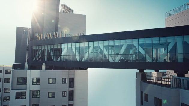 대우건설이 서울 서초동에 지은 '서초푸르지오써밋'의 스카이 커뮤니티 시설. 대우건설 제공