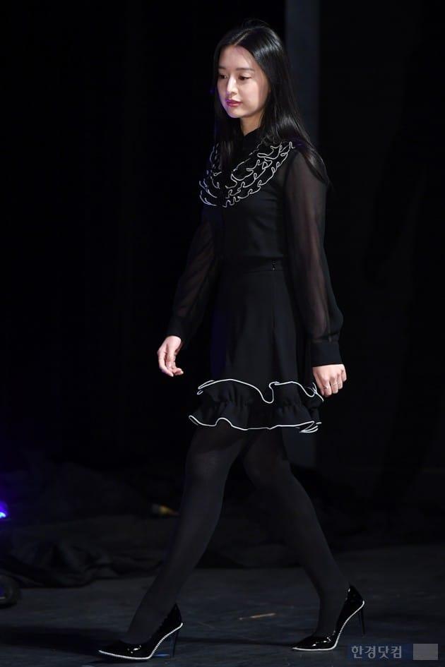 [포토] 김지원, '블랙 원피스 입고 단아하게~'