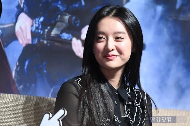 [포토] 김지원, '수줍은 미소가 사랑스러워~'