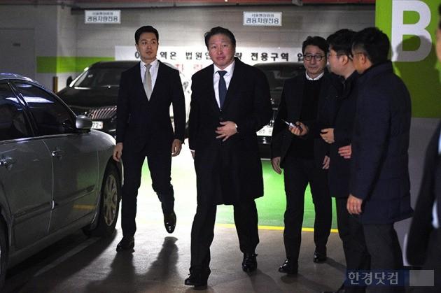 최태원·노소영, 2차 이혼조정기일 나란히 출석_최혁 기자