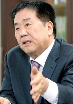 한진해운 인수 1년… 우오현 SM그룹 회장의 토로