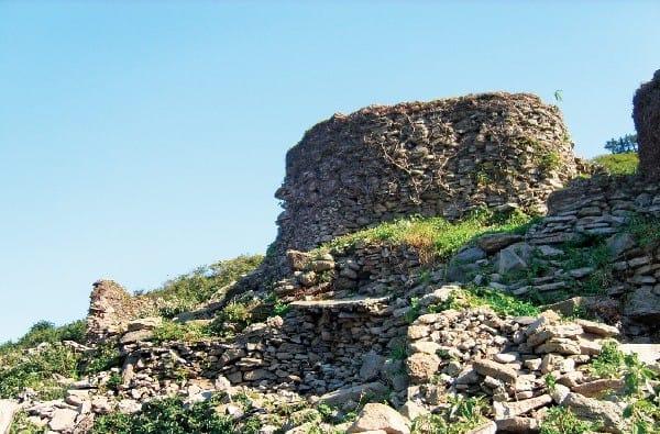고대 유적처럼 장엄한 여서도 돌담 유물들