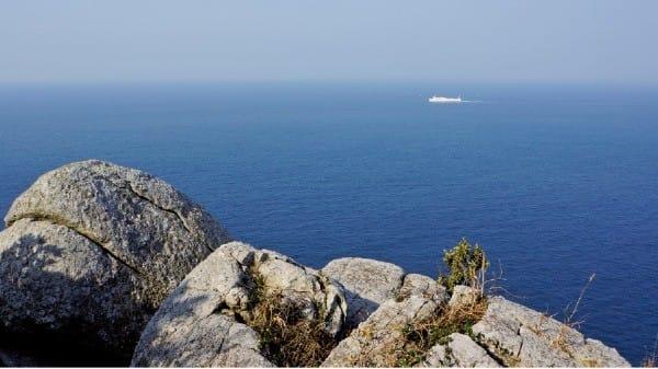 여서도는 맑은 날이면 바다 건너 제주도 한라산이 보인다