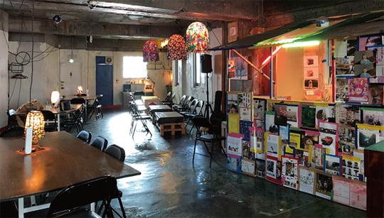 간판이 없어 찾기 힘든 호텔수선화. 원혜림 작가의 작업실과 카페를 함께 운영 중이다.