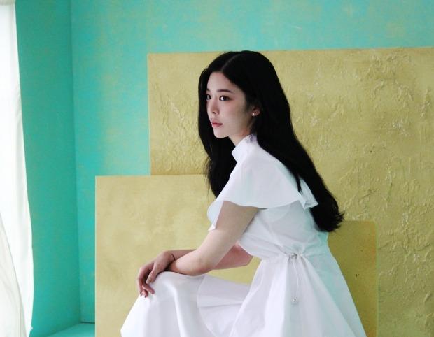 장재인, 6년 만에 '엠카' 출격… '버튼' 라이브 최초 공개