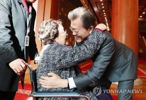 """일본 국민 82% """"위안부 합의 비판 문대통령 발언 납득 못 해"""""""