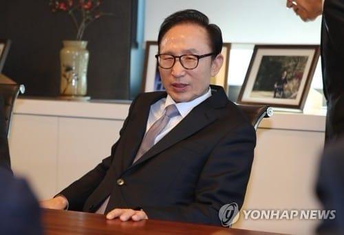 '정치보복' 외쳤던 MB, 행보 비공개… 침묵 휩싸인 삼성동 사무실