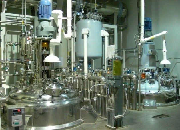 경기도 화성시의 화일약품 합성공장에서치매 치료제 원료인 리바스티그민이 생산되고 있다.