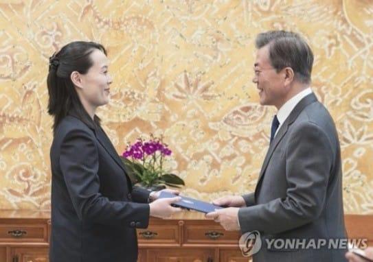 """문 대통령 """"특사 자격으로 오셨나""""… 김여정 """"특명받고 왔다"""""""