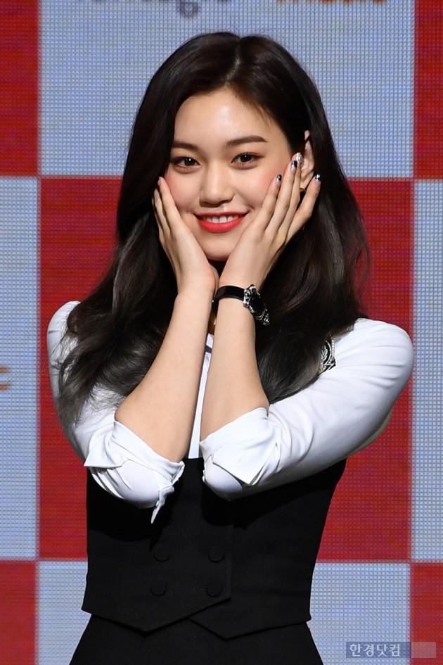 [포토] 위키미키 김도연, '꽃 사세요~'